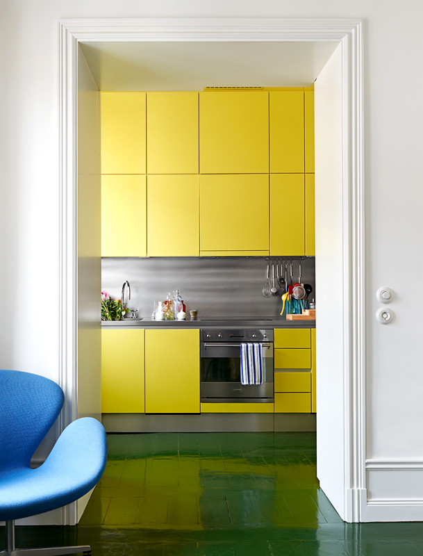 Yellow kitchen, green floor, photographed by Idha Lindhag